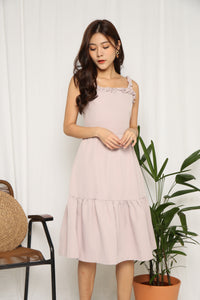 ROSES STRAP TIER DRESS (DUSTY PINK)