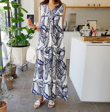 Load image into Gallery viewer, V NECK PRINTED FLORA MAXI DRESS