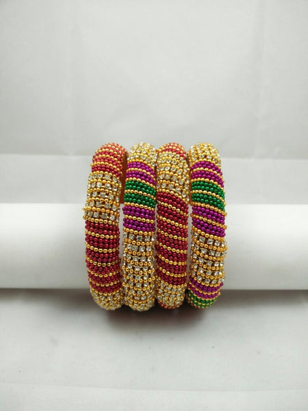 Gold bangle set with trimmings B11