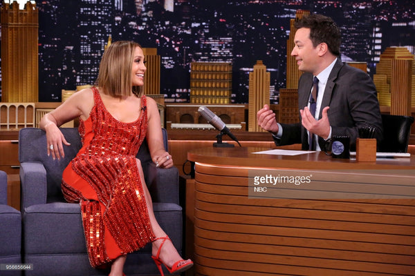 jennifer Lopez wearing Kavant & Sharart Origami Diamond ring to the Tonight Show with Jimmy Fallon
