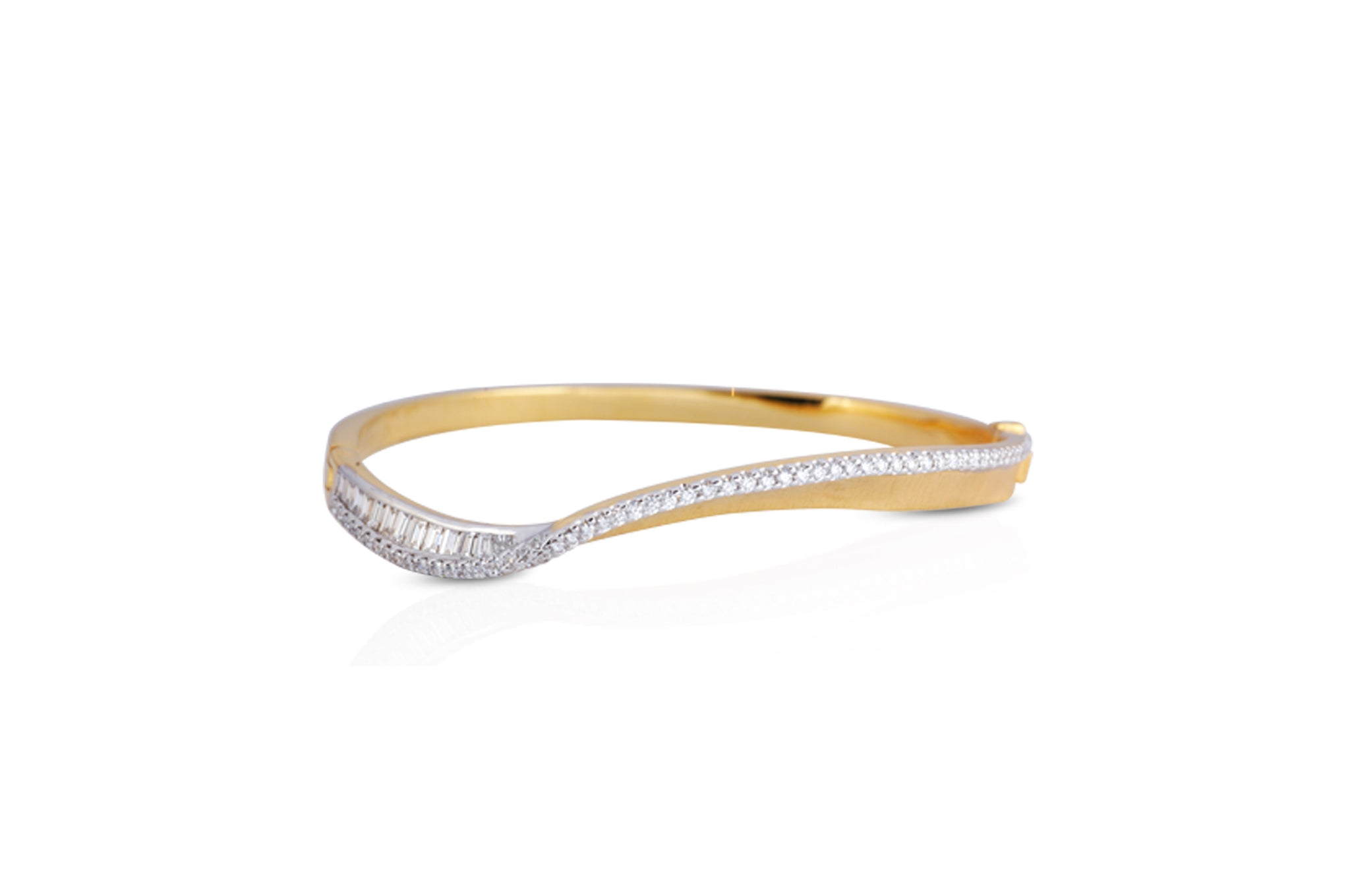 Talay Wave Twist Bangle in Brushed Gold