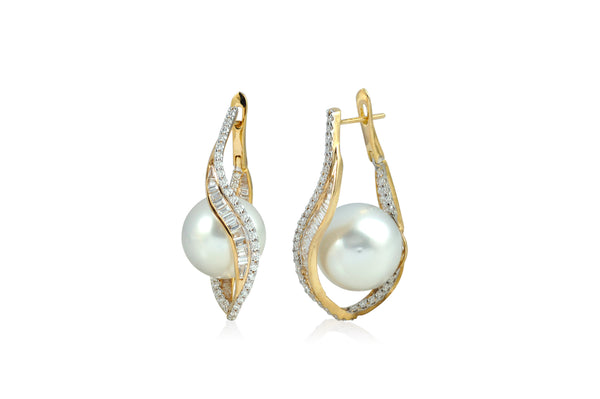 Talay Wave Twist Hoop Pearl Earrings (medium)