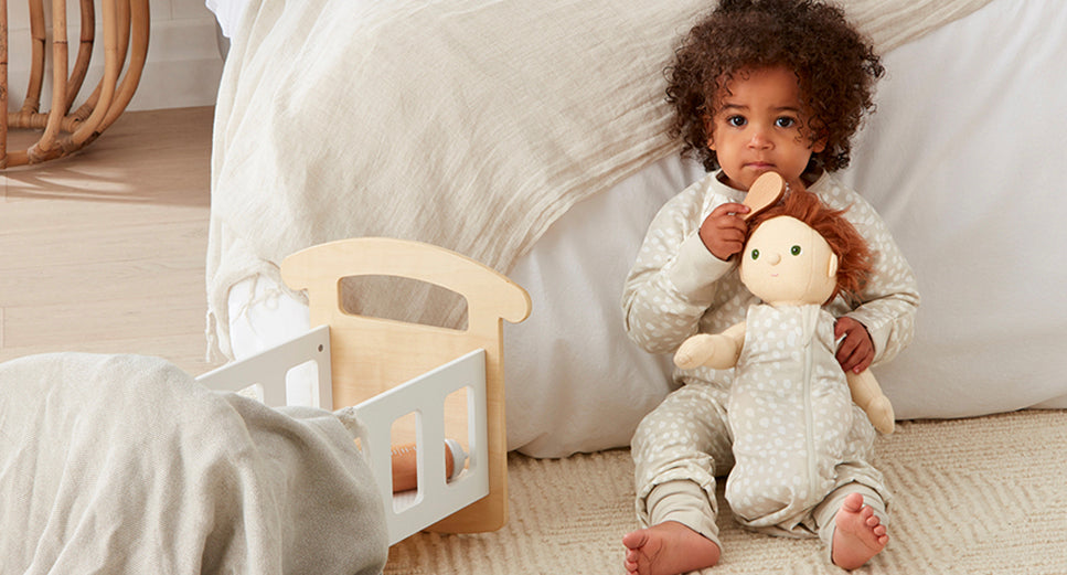 How pretend play can help establish your toddler's bedtime routine