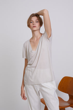 V-NECK T-SHIRT - LIGHT GREY