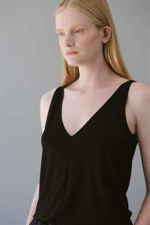 V NECK TOP - BLACK