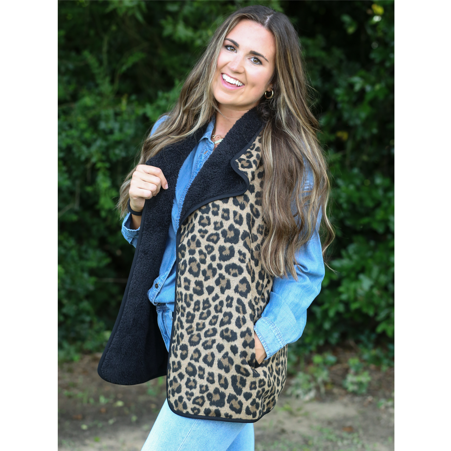 BP-4588 Reversible Leopard and Black Sherpa Vest