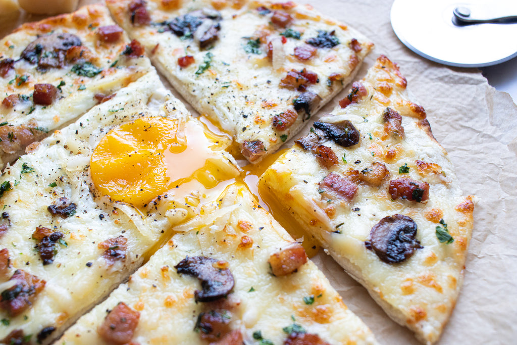 Low carb carbonara pizza