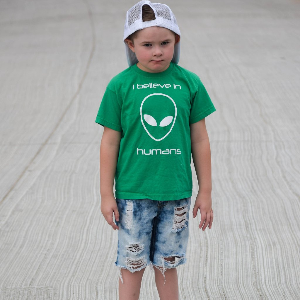 'I believe in humans' kids shortsleeve shirt