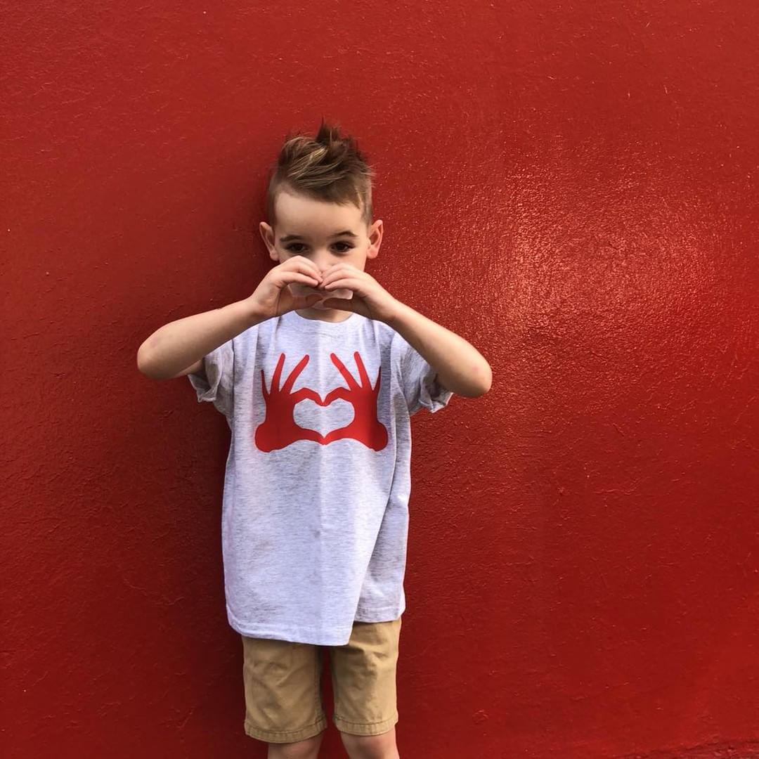 Heart hands kids shortsleeve shirt