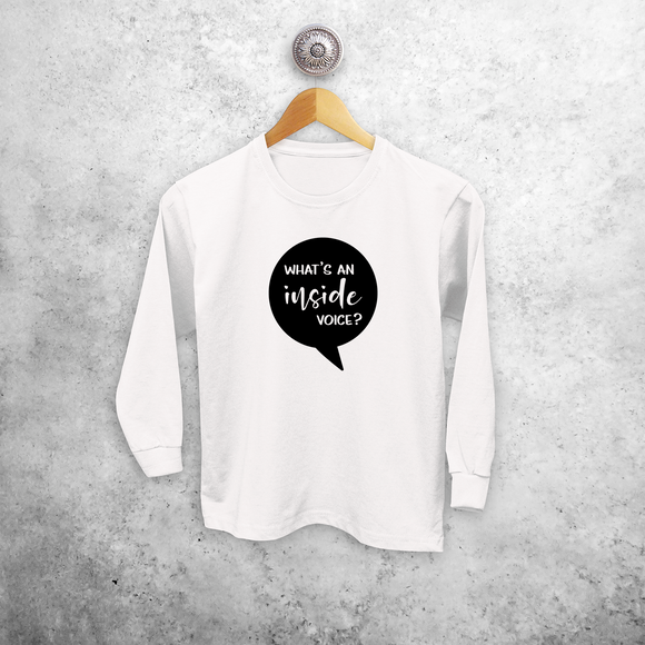 'What's an inside voice?' kind shirt met lange mouwen