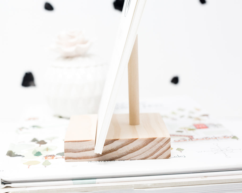 BLUSH CALENDAR AND PRINT HOLDER WITH SUPPORT