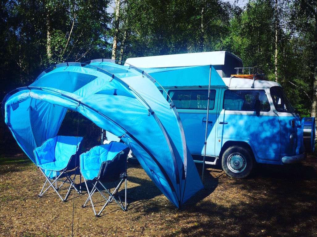 The SheltaPod awning works with any vehicle from SUVs, vans and jeeps to caravans, campers, campervans and motorhomes. It can be used as a sun canopy, half dome, 4 person tent and driveaway awning. A family tent for camping, small pack size and lightweight.