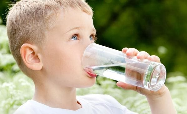 13 TIPS FOR STAYING HYDRATED IN THE SUMMER HEAT