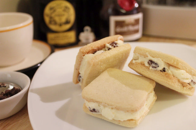 Rum Raisin Butter Cream Filled Cookie <small>(4pcs)</small> / <br><small><small>ラムレーズンバタークリームサンドクッキー</small></small>