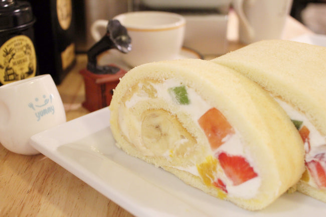 Premium Rolled Cake<small> (18cm) </small>/ <br><small><small>プレミアムロールケーキ</small></small>
