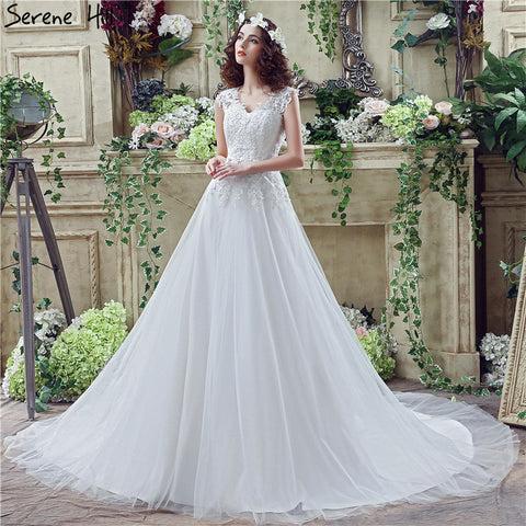 White Vintage V-Neck A-Line Wedding Dresses 2018 Lace Crystal Sleeveless Fashion Sexy Bridal Gowns Robe De Mariage