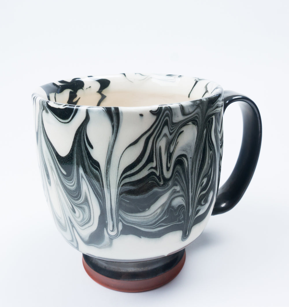 Large Strap Handle B&W Marbleware Cup
