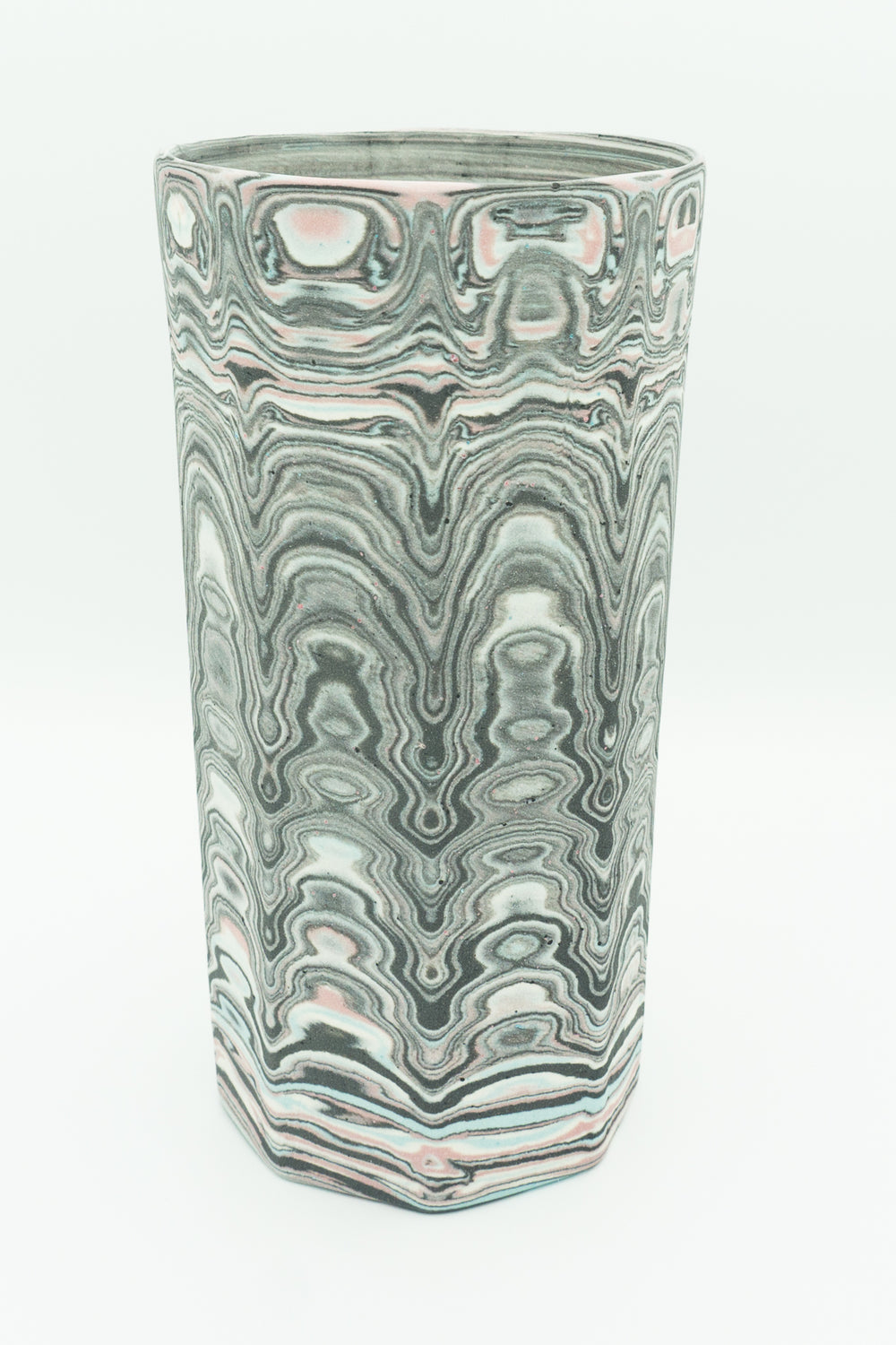 Faceted, Agateware Tumbler in Blue, Pink, Black & White. 20 oz