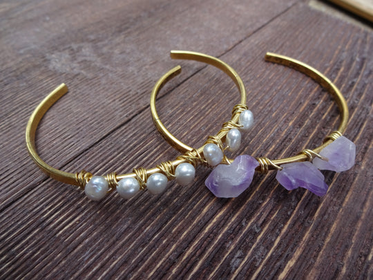 Stone wrapped gold hammered bracelet
