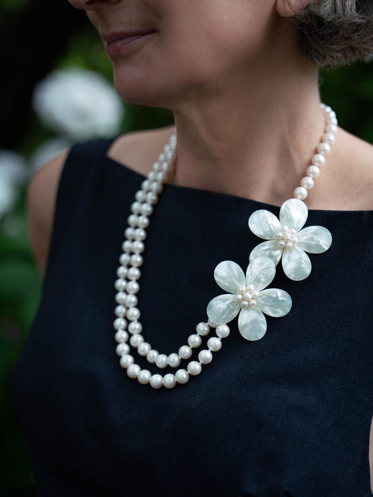 Freshwater Pearl with Mother of Pearl Flowers Necklace
