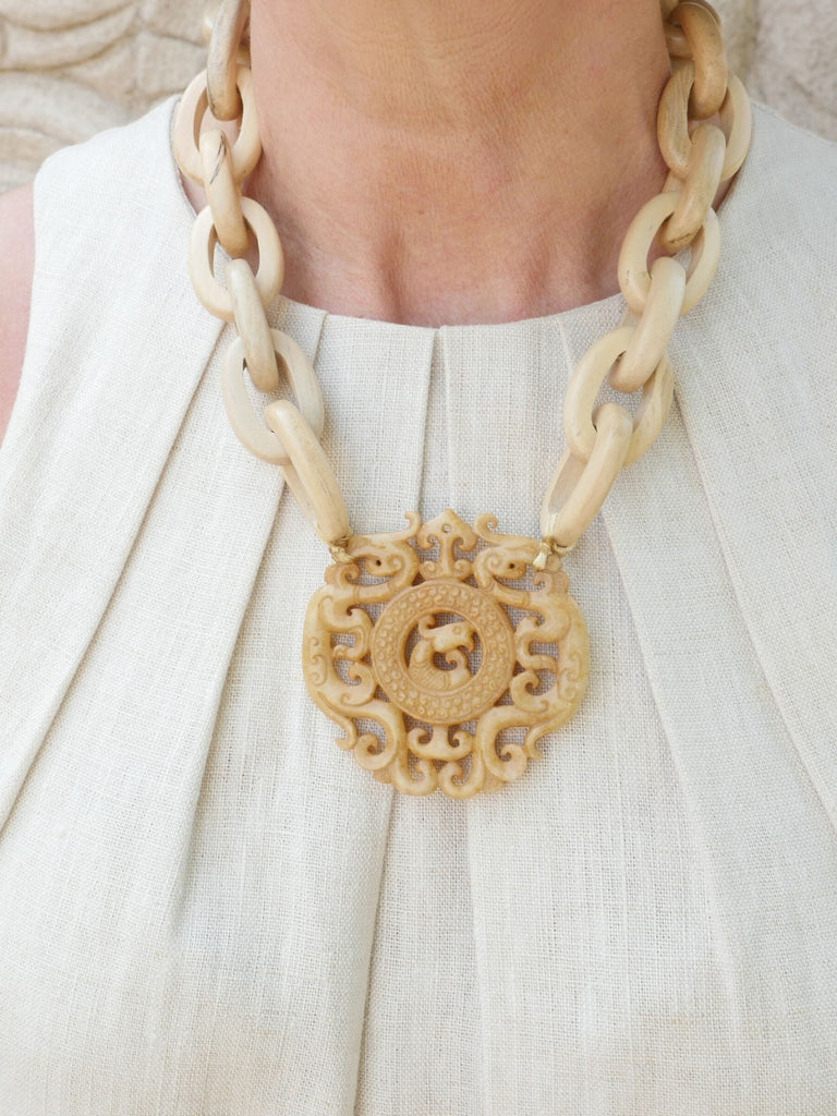 Ivory Marnalis Hardwood Chain Jade Pendant Necklace