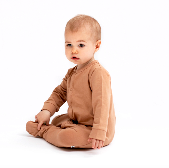 all on one is an easy access baby outfit perfect for new babies or sleep time.  Attached feet keep little babies feet warm and the domes of the front and inner legs allow for easy changing.  Made from 95% GOTS certified organic cotton, 5% Ela