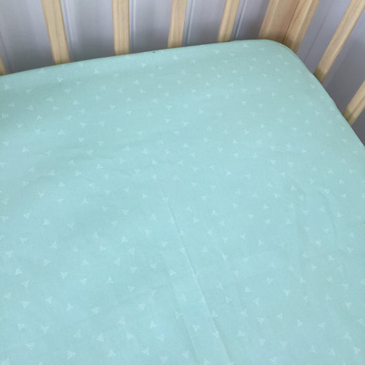 Mint spotty triangle fitted cot sheet
