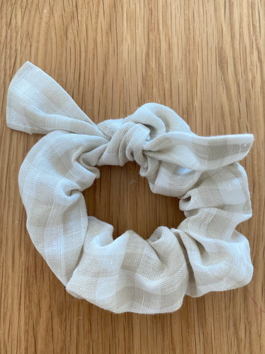 Bone gingham linen scrunchie