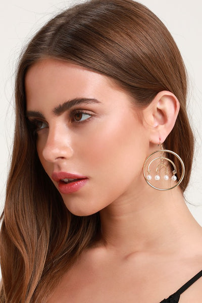 Shine Out Gold and Pearl Hoop Earrings - Lulus