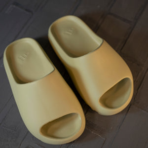 Adidas Yeezy Slide& Kanye West Yellow
