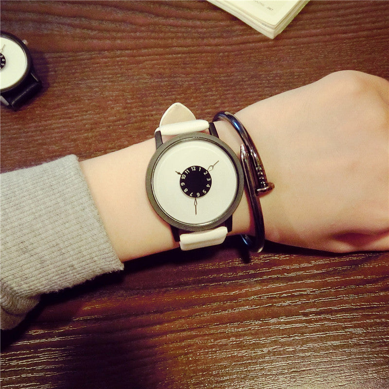 Korean version Watch female fashion student new turntable personality creative belt lovers black and white a simple quartz watch