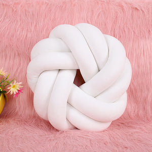 Knotted pillow