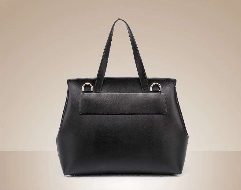 Exquisite Minimalist GM Flap Bag