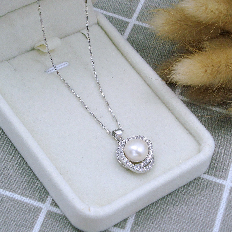 Glam Solitaire Pearl Necklace