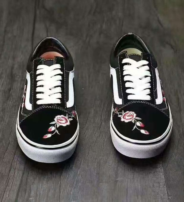 Flower Embroidered Old School Sneaker