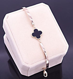 Elegant Clover Jewelry Set