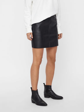 SHORT FAUX-LEATHER SKIRT