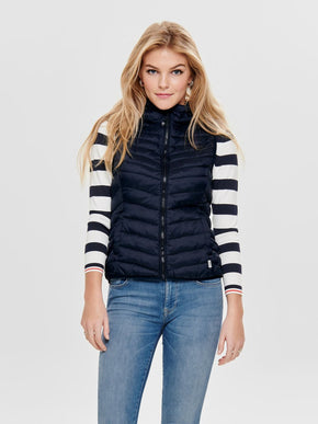 SLEEVELESS PUFFER JACKET