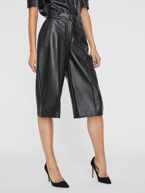 Paulina faux-leather short