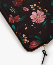 wouf Black Flowers 15'' Laptop Kılıfı
