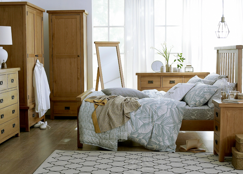 Country Oakham Bedroom