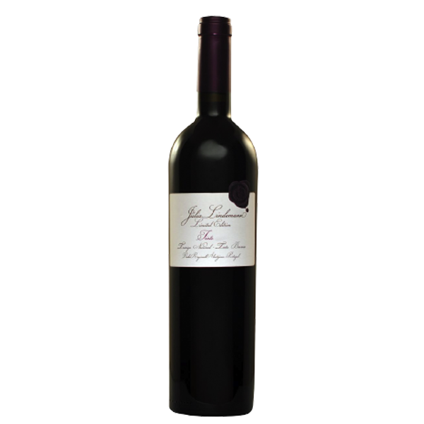 Julia Lindeman Limited Edition 2014 Garnet colored. Intense aromas of dark black berries and spices. Notes of tobacco leaf and chocolate. Good freshness allied with remarkable elegant structure. Memorable long and pleasant finish.