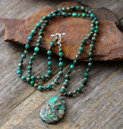 Green Natural Stones Pendant Necklace
