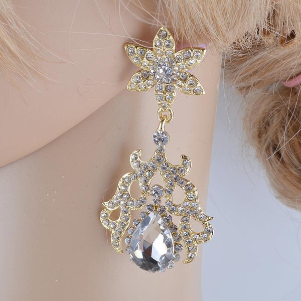 Luxury rhinestone crystal necklace and earrings pageant set in gold/silver.