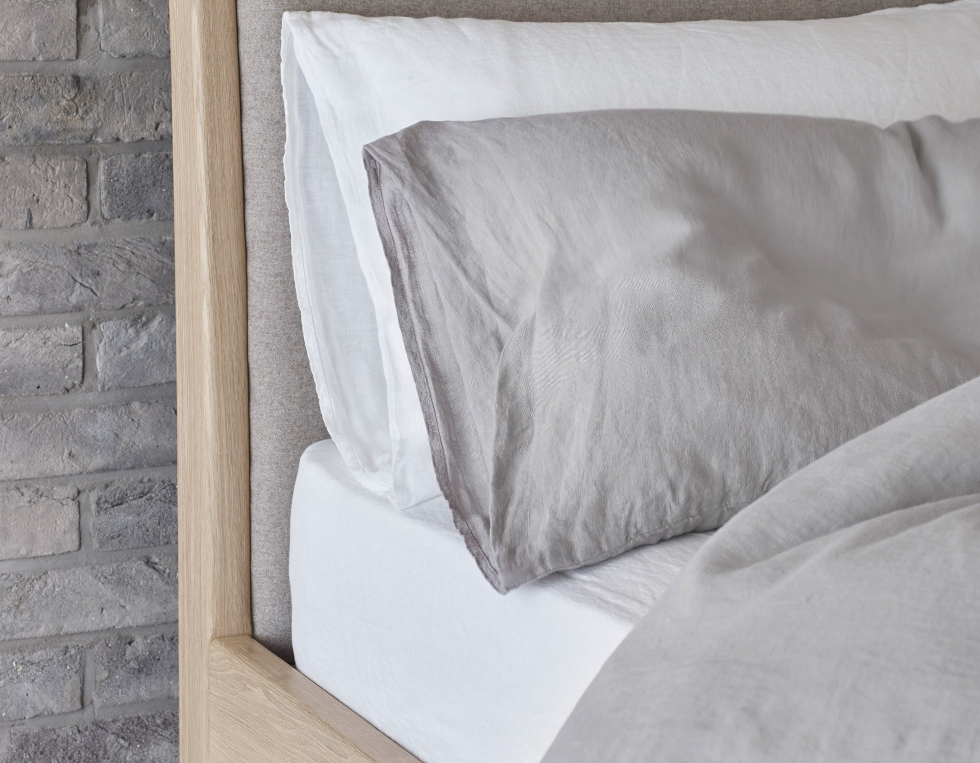 Linen Fitted Sheet in White | scooms