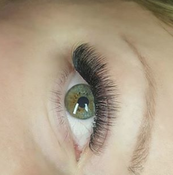 Louise Jigman - Lash Artist of the Month