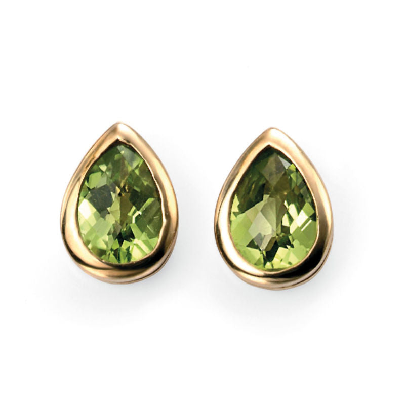 Pair of teardrop earrings in gold with peridot stone