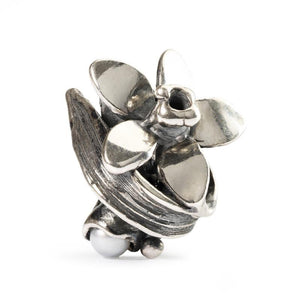 Silver charm bead featuring a narcissus flower and pearl for the month of December to fit a Trollbeads bracelet