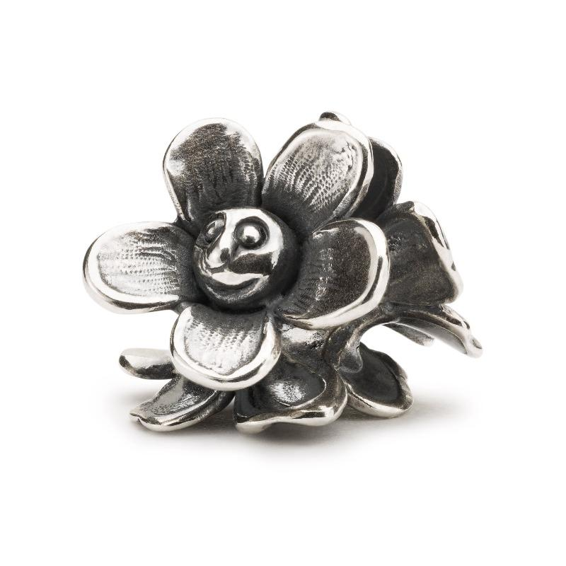 Silver charm bead with three smilling flower faces, forming a ring