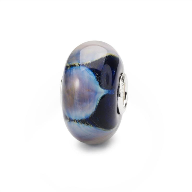 Blue glass Trollbeads with purple lotus petals